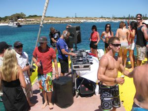 boat-charter-hire-boxing-day-raft-up