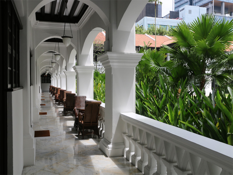 RAFFLES-HOTEL-colonade-and-walkways