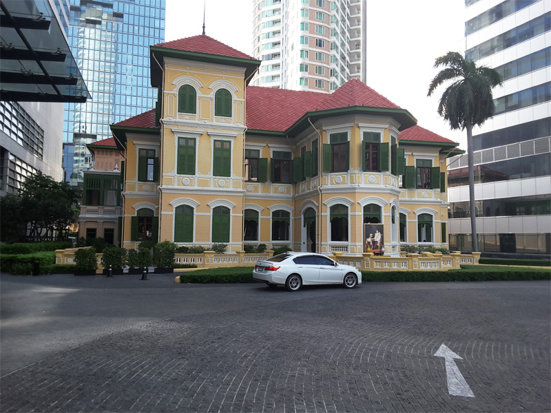 HOUSE-ON-SATHORN-front-elevation