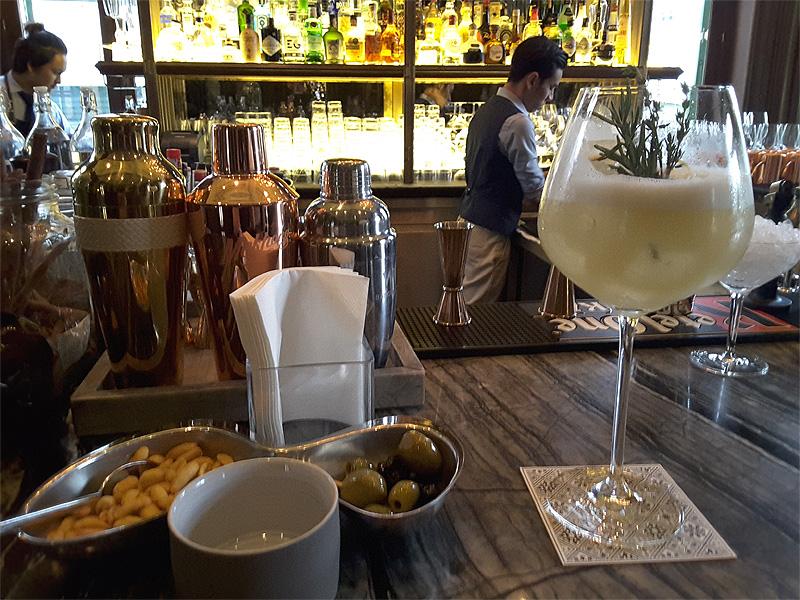 THE-BAR-W-Bangkok-cocktail-made