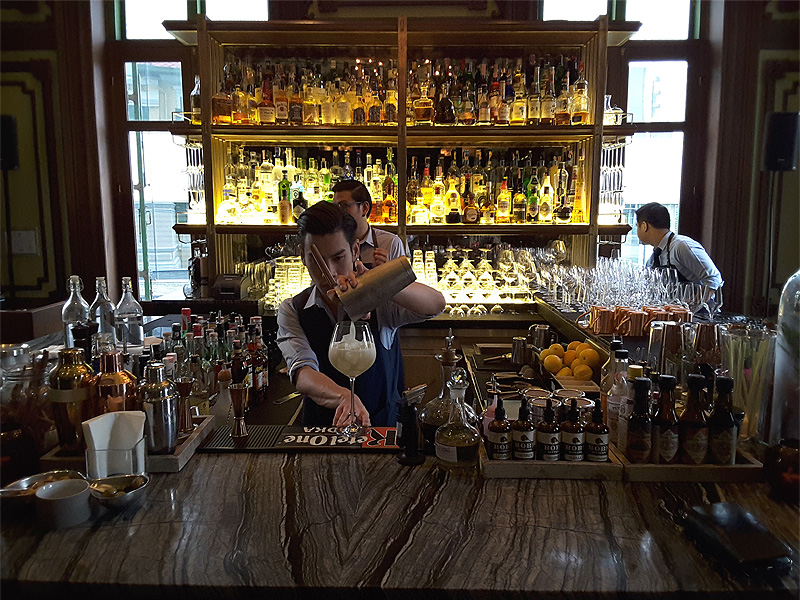 THE-BAR-W-Bangkok-cocktails-being-made-by-barman