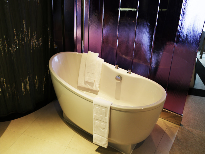 W-BANGKOK-bath-rub-in-Spectacular-Room