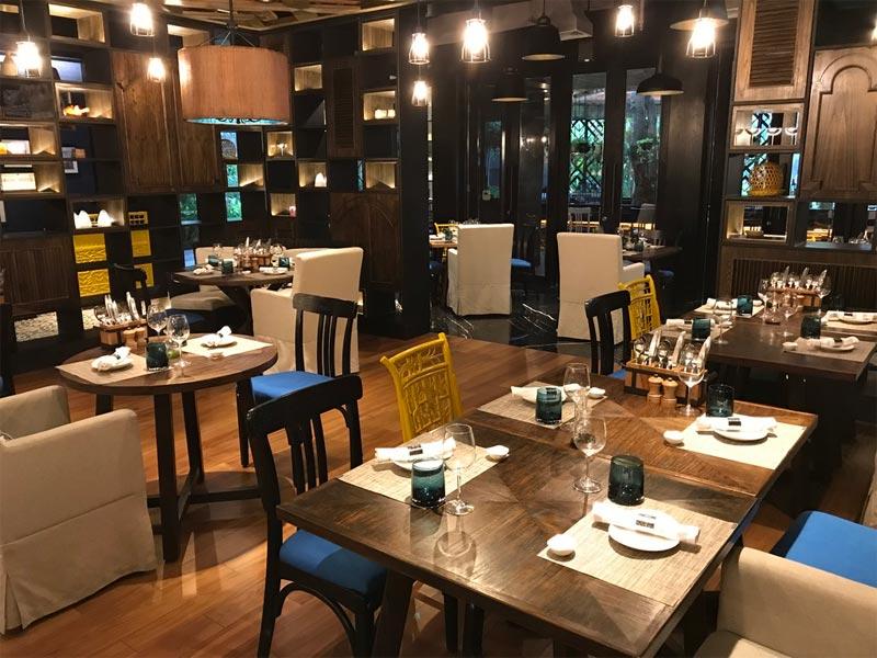 HOTEL INDIGO BALI REVIEW restaurant tables