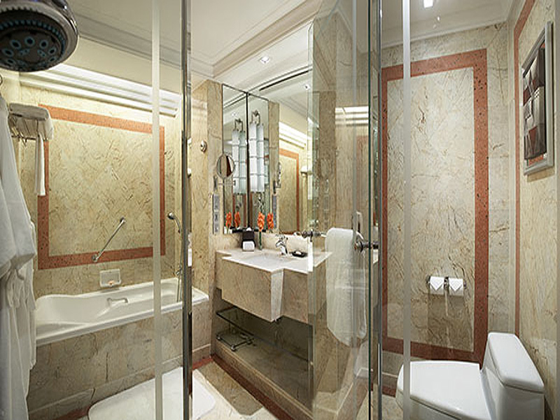 Intercontinental-Bangkok-Grand-Deluxe-bathroom