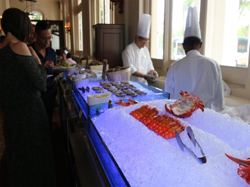 Raffles Hotel Bar & Billiard Room seafood on ice