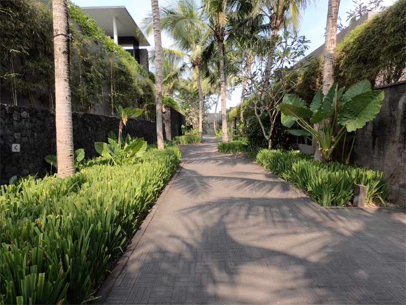 SOORI BALI walkway to ocean villas